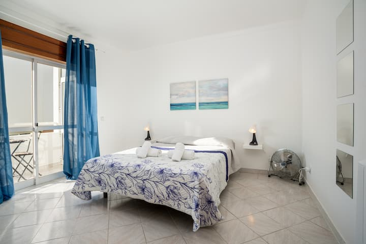 Markya room! Comfort stay in Faro/Gambelas