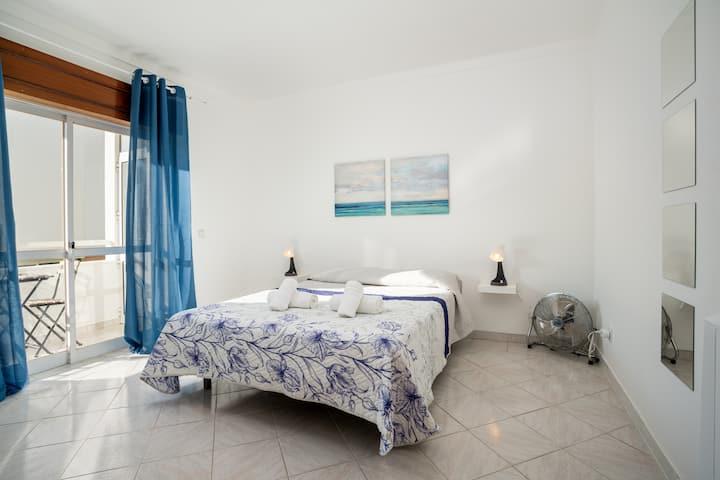 Markya room! Comfort stay in Faro/Gambelas