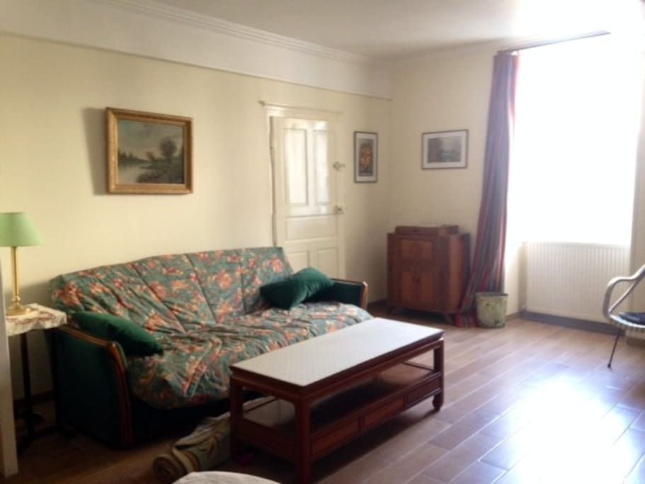 Main living room - Grand salon