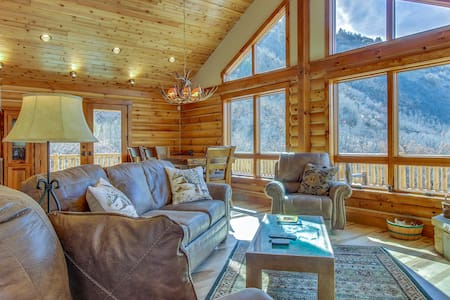 Brand new cabin w/ lovely lake & mtn views - close to town, hiking, & more!