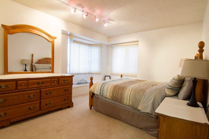 Second Oak Queen Bedroom