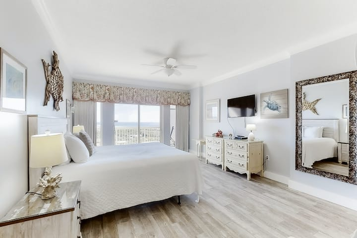 Wonderful beach studio w/unparalleled views, shared hot tub, pool, and tennis!