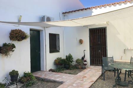 Casa Palmera, Los Malaguenos