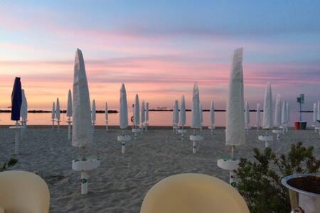 Stanza privata in appartamento vista mare - Falconara Marittima - Szoba reggelivel