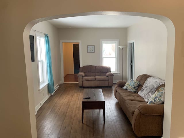 Great house close to downtown, sleeps up to 11!!!