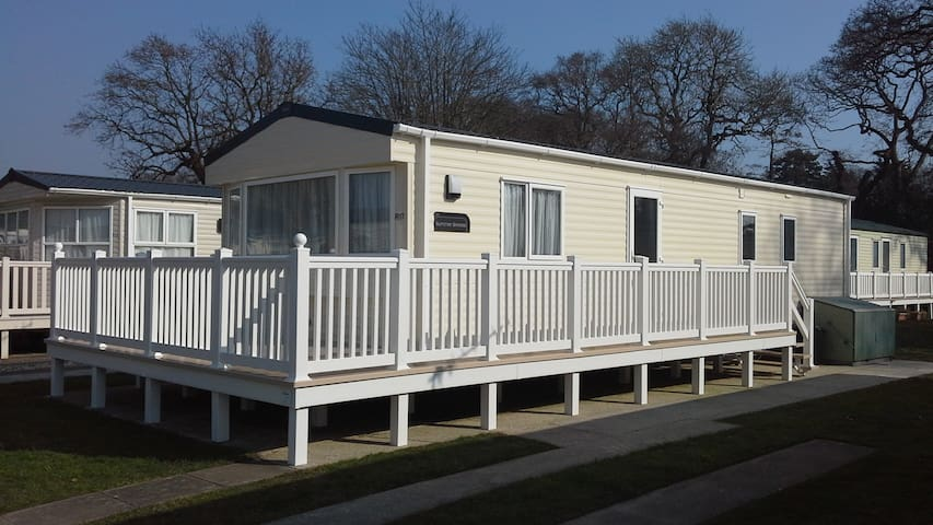 Lovely Static Caravan With Decking Christchurch