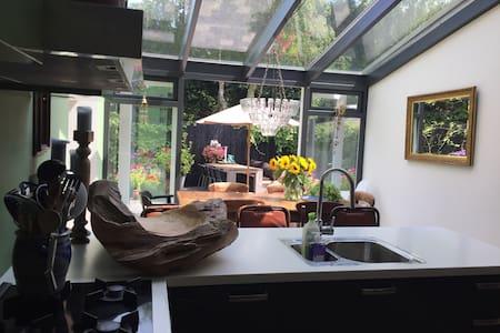 Huis in Bergen met  bohémien sfeer - Bergen