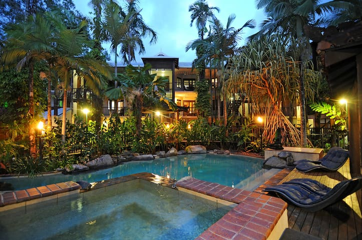 Heavenly Hibiscus 28 - Port Douglas - Daire