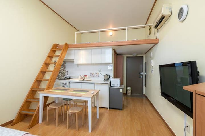 Duplex studio entrance of Hongdae street (5ppl)