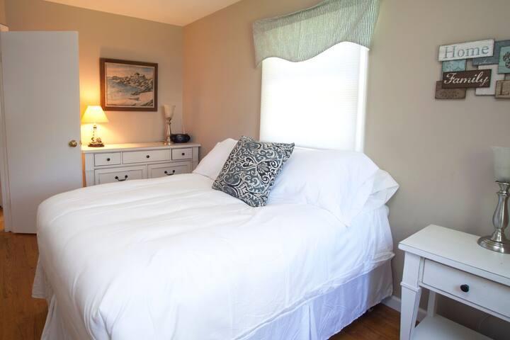 Queen (Bedroom 1)