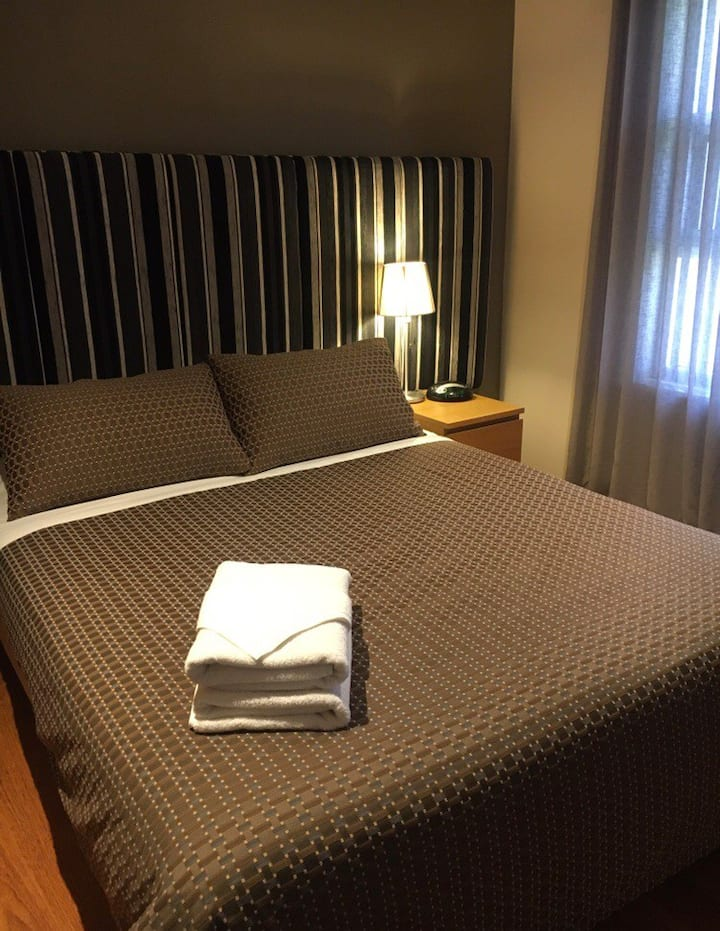 Deluxe 2 bedroom No 1 Ethelton Serviced Apartments