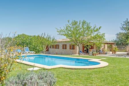Stone-villa in a rural idyll with pool– Villa Mamici