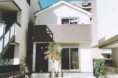 100平以上/名古屋市中心高端独立别墅/两台免费驻车场可入住10-12人