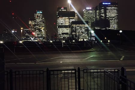 Great Location - Large Dbl Bedroom, Canary Wharf