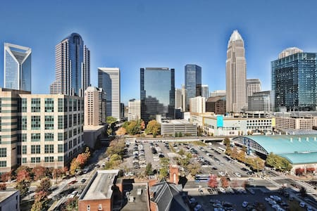 Rest & Relax -> Beautiful Apt Near BB&T - Charlotte - Apartment
