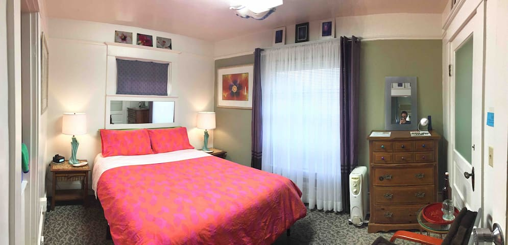 Willamette room - Walk to the convention center!
