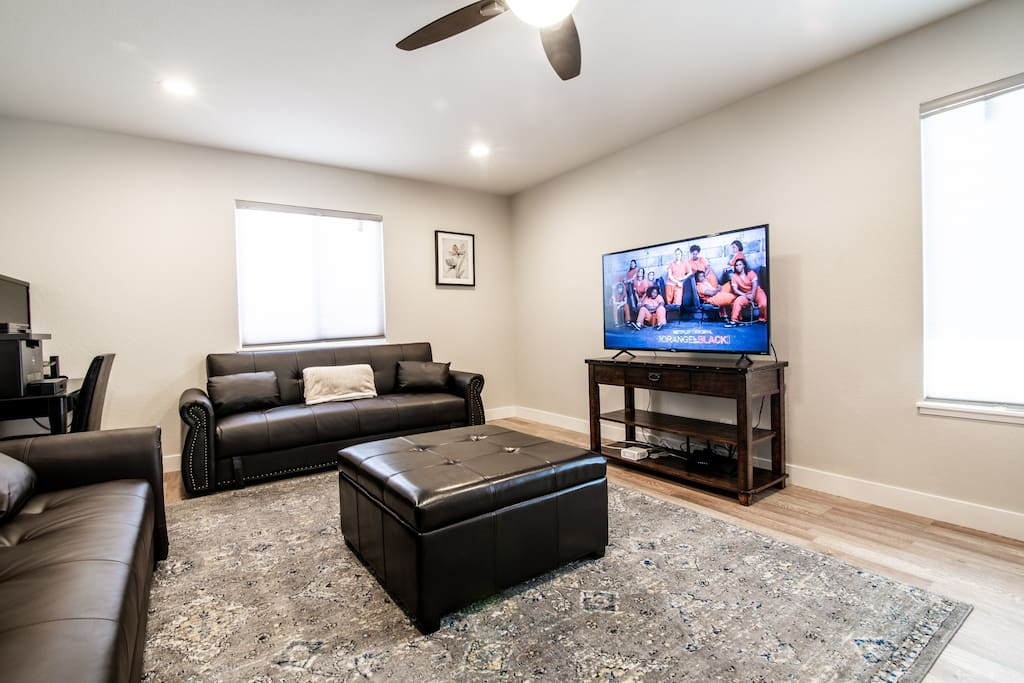 Comfortable living room with Large 55 in 4K SMART TV