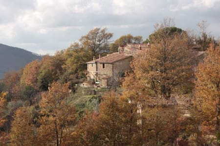 Casale su una Collina Toscana - Montebuono Appalto