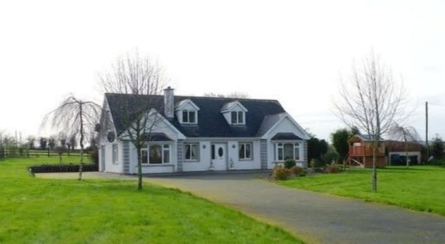 Niall's 5 Bed . Entire House . Edge of Cappoquin