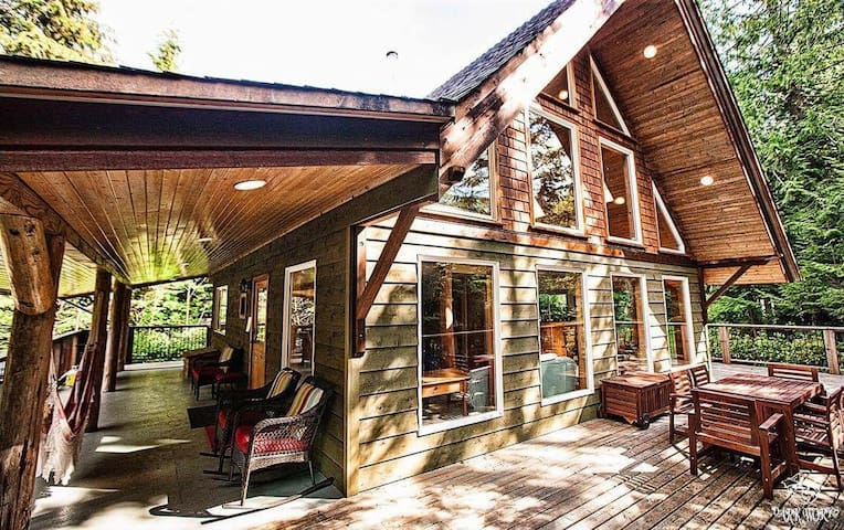 Cozy Timber Cabin.