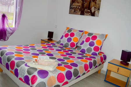 Charmante chambre dans Maison Neuve - VENERAND