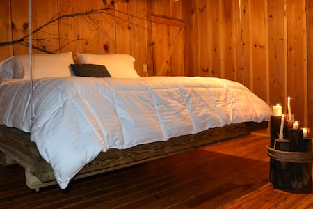 Rustic Chic Room - Tellico Plains - Bed & Breakfast