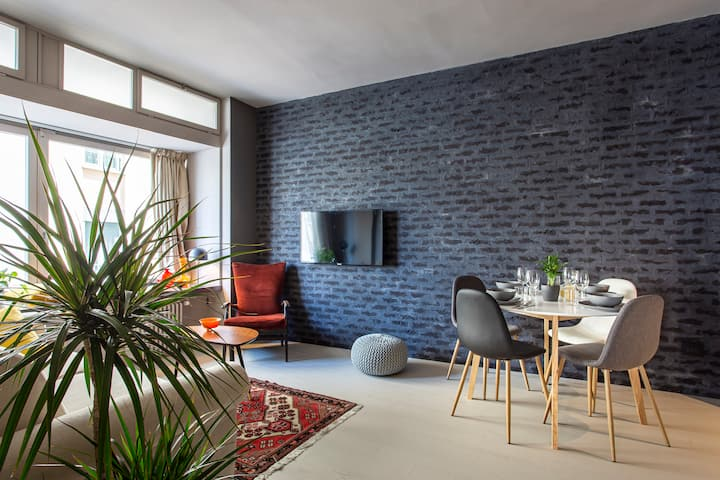Black Brick Loft by Welc(H)ome
