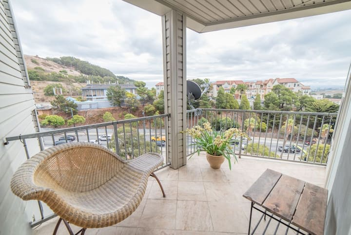 Newly Remodeled Luxury Condo with Garage Parking