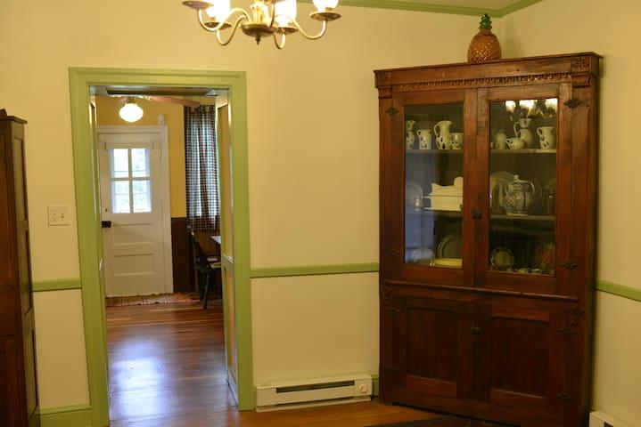 Foyer looking toward kitchen