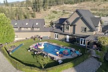 Licensed Private Kelowna View Suite w/Hot Tub