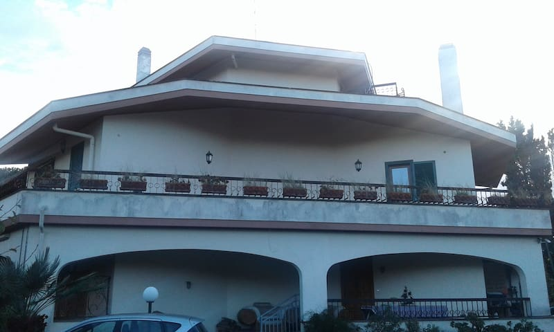 Anzio Amore luxury villa