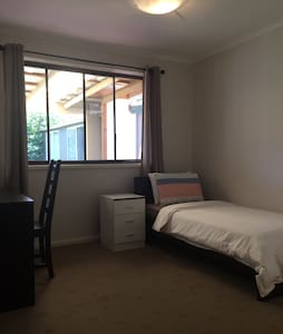 Lovely Private Clean Room - Flynn - Huis