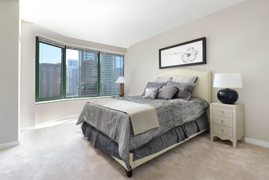 Guest bedroom with queen bed and stunning views