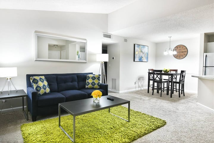 ATL Midtown | Fast WiFi | Cable TV | King Bed