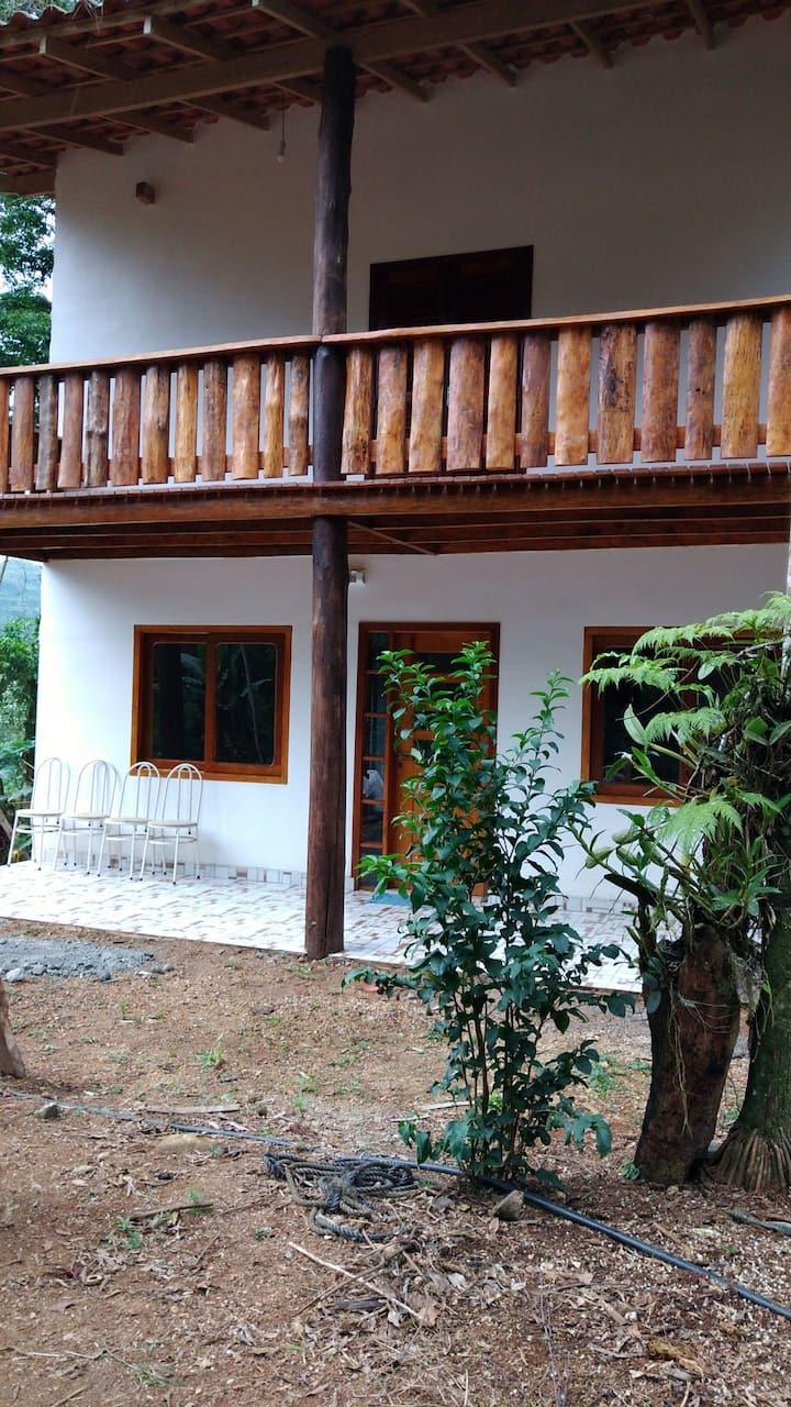 Casa de sitiu perto de praia, cachoeira15 MN delas