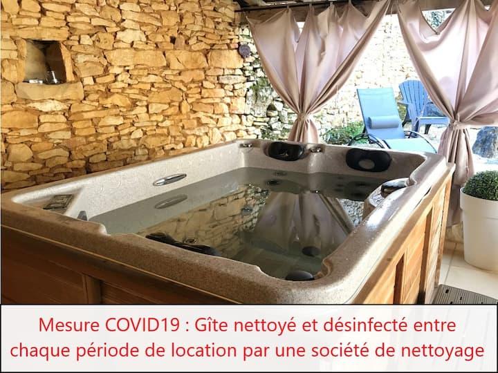 Le Préau du Carlat : gîte insolite & spa privatif