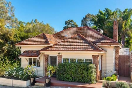 Charming Hills 1920s Cottage - Greenmount - Talo