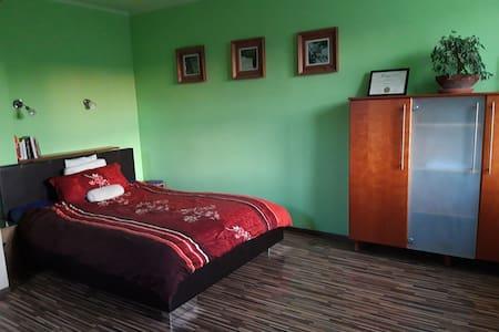 Pokoje w domku na zielonej Choszczówce