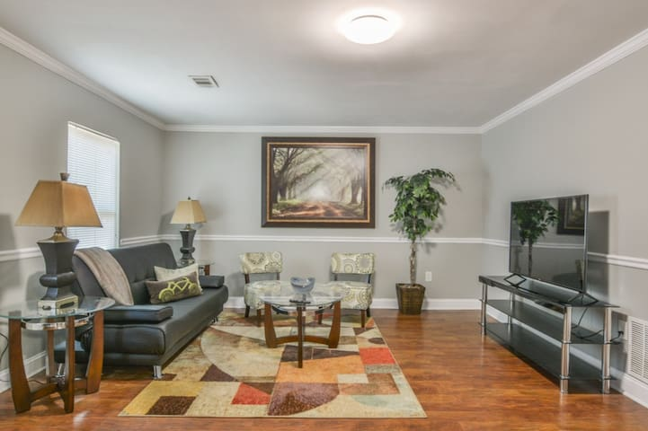 Perfect Family Retreat in Downtown Kennesaw