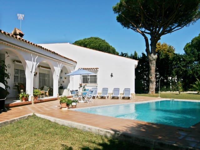 Beautiful villa on a golf course - Chiclana de la Frontera - Huis