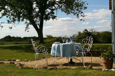 Les Ronces, apt for 2, heated pool - Beaumont-du-Périgord