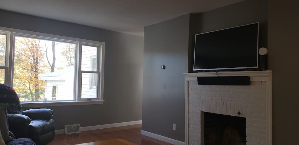 Living Room (1st FLR) has TV with Sound Bar for movie watching. WiFi Streaming Spectrum Cable and Netflix and others  or attach to the HTMI cable for gaming or laptop use!