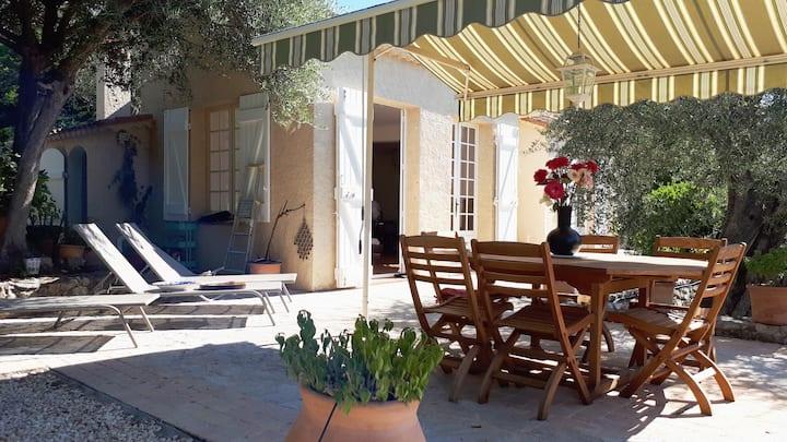 Nice, Sunny & Calm villa in an olive trees garden