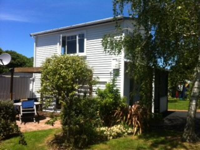 Private and cosy self contained cottage - Gisborne - Guesthouse
