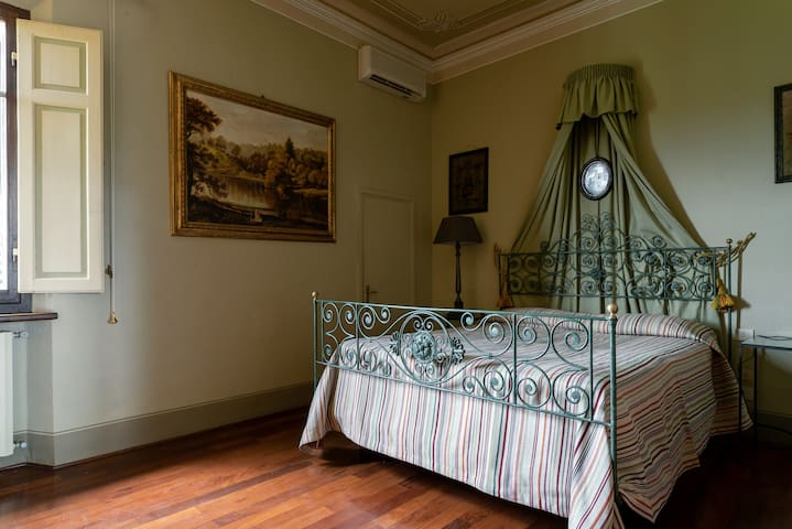 Spavaća soba 13