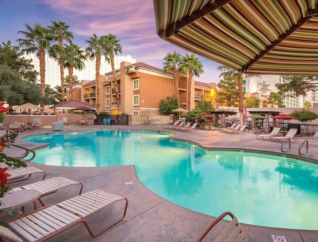 Beautiful 1 Bedroom at Desert Rose Resort