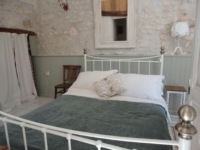 Spacious studio in converted barn - Saint-Palais-de-Phiolin - House