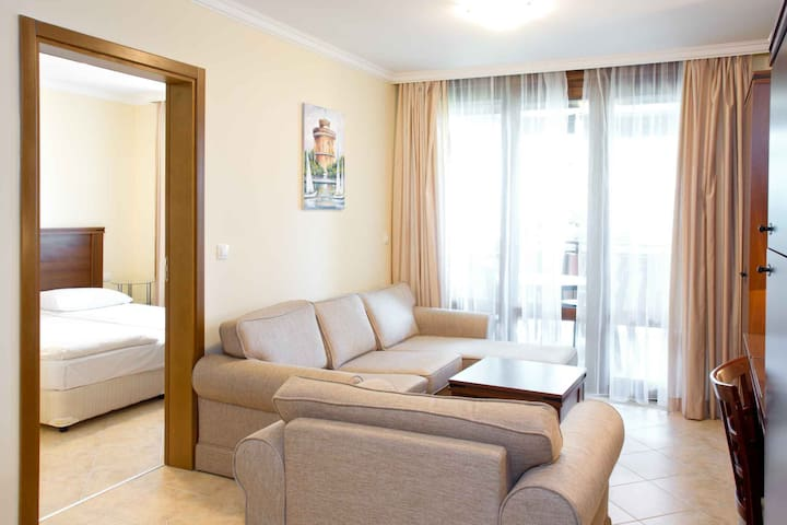 1-bedroom apartment with pool access near Sozopol