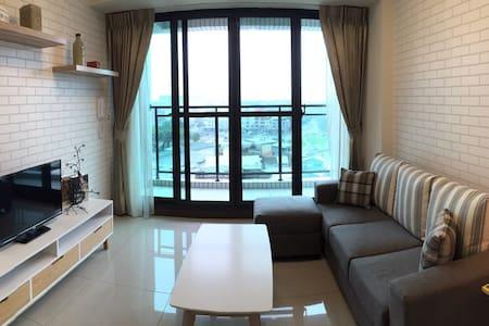 WIFI 捷運高鐵台鐵旁、墾丁快線、百貨《北歐風8169 House》 - Zuoying District - 公寓