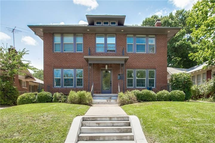 2BR Luxury Executive Bishop Arts+Kessler Park Home - Dallas - Lejlighed